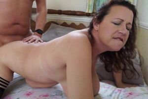 Curvy British housewife fucking and sucking her pest off